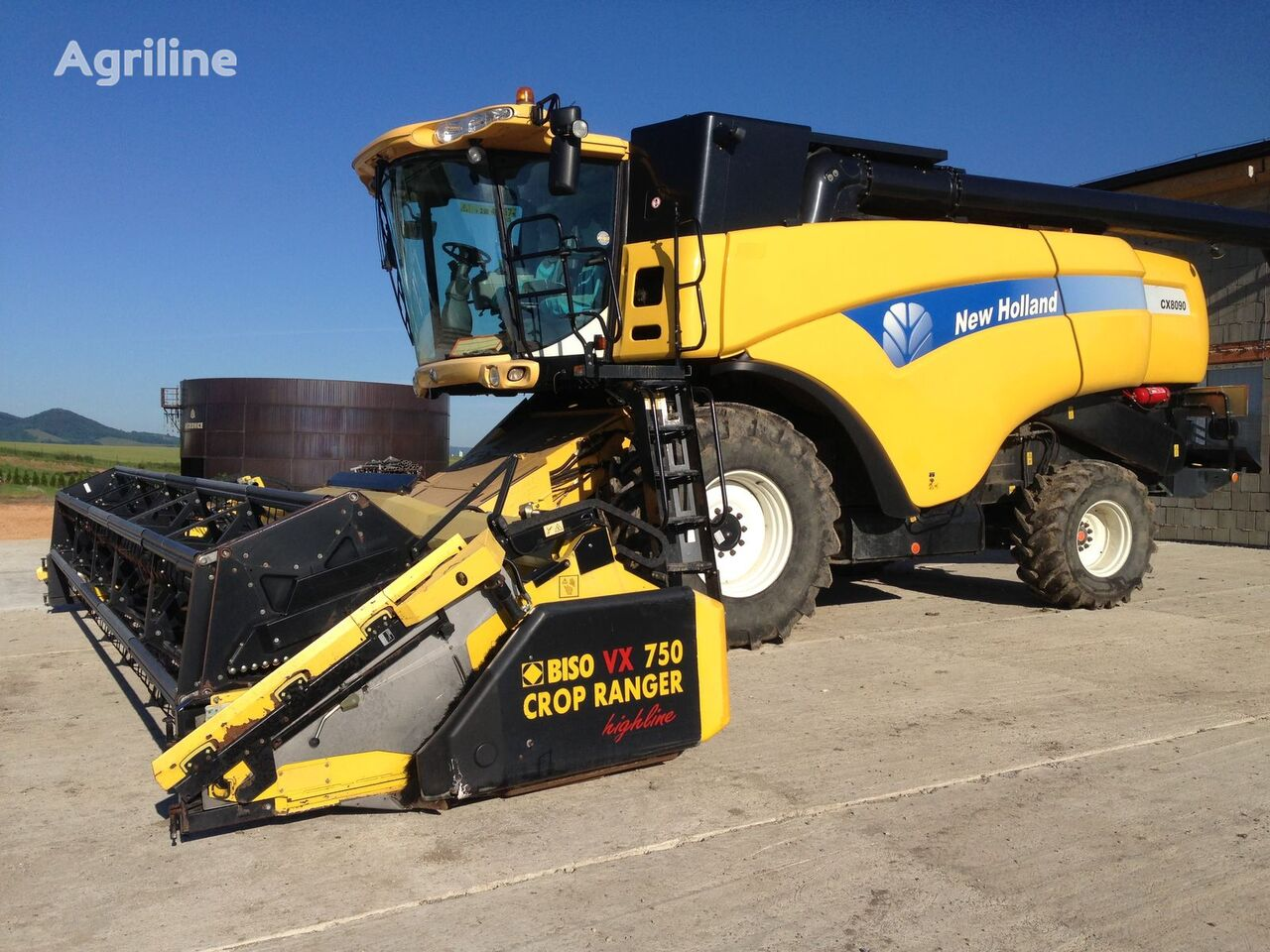kombain NEW HOLLAND CX 8090
