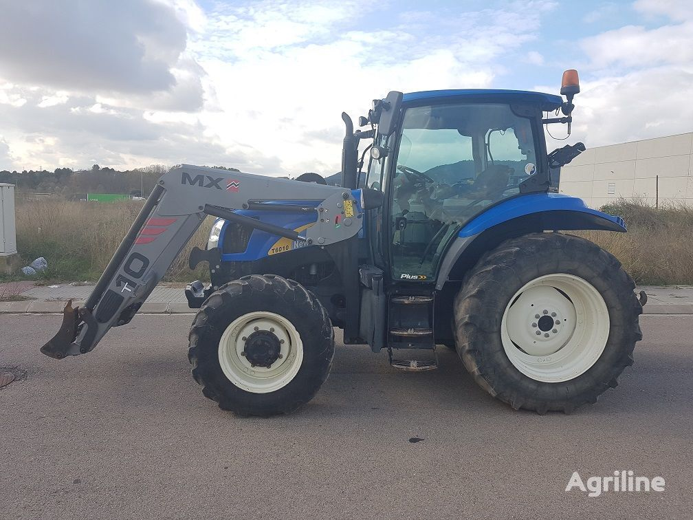 ratastraktor NEW HOLLAND T6010