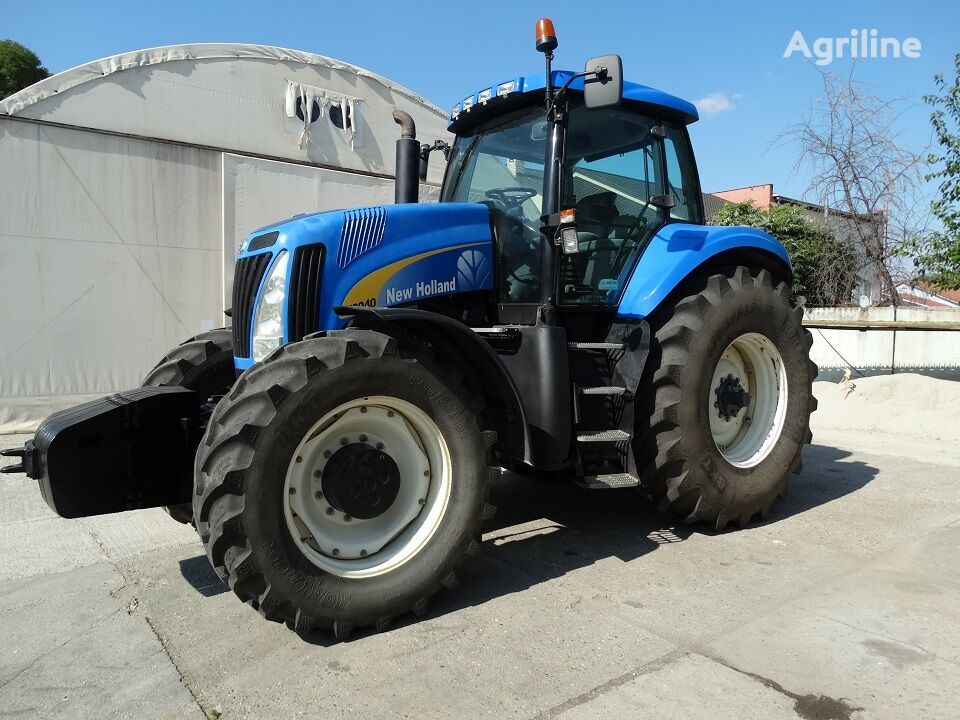 ratastraktor NEW HOLLAND T8040
